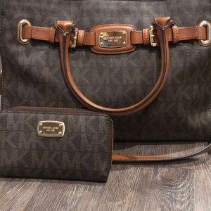 NWT MICHAEL KORS Handbag and wristlet